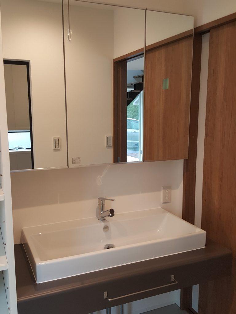 造作カウンターの洗面台