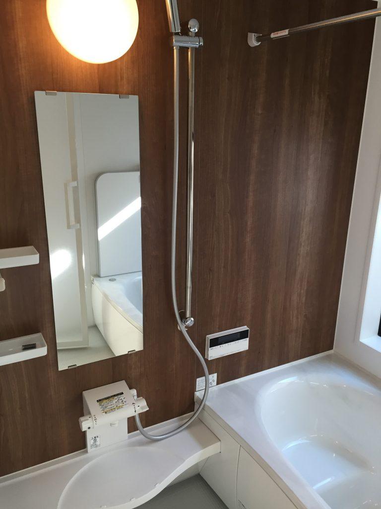 外から見えない開放的な浴室