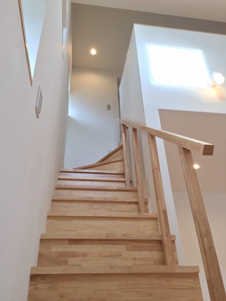 木製手摺の階段